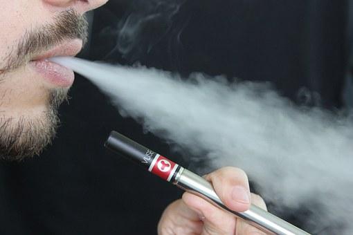 E cigarette 1301670 340